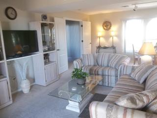 3 BR lakeview townhome...3 blks from water! - Lake Havasu City vacation rentals