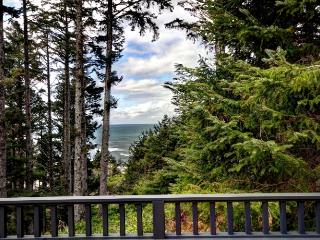 Cozy Condo with Internet Access and Washing Machine - Cannon Beach vacation rentals
