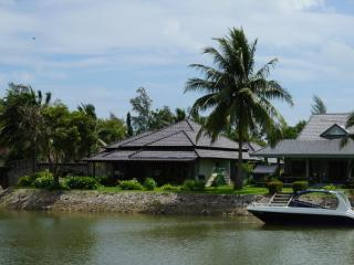 3 bedroom Villa by the sea for rental E28 - Ban Phe vacation rentals