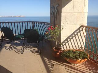 STELLAR 180° Beachfront!  Sleeps 11--All w/ Views! - Puerto Penasco vacation rentals