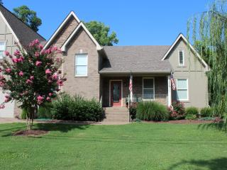 On the River, Boat Dock, 10 Minutes to Downtown Nashville, Pool, Hot Tub, - Nashville vacation rentals