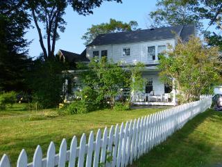 Charming Cottage on Kennebunk River - Kennebunkport vacation rentals