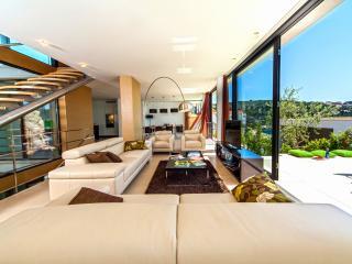 Modern & Luxurious Beachfront Villa in Dalmatia (6) - Primosten vacation rentals