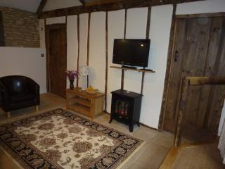 2 Bedroom (sleeps 4/5)  Converted Barn. - Stroud vacation rentals