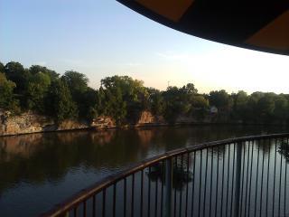 Riverfront Hotel / Cabin Resort - Pontoon, kayak.. - Iowa Falls vacation rentals
