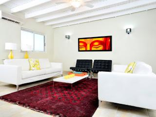 Modern 3 bedroom Luxurious Home walk to beach - Palm/Eagle Beach vacation rentals