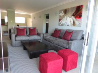 HOLIDAY APARTMENT IN THE HEART OF PLETTENBERG BAY - Knysna vacation rentals