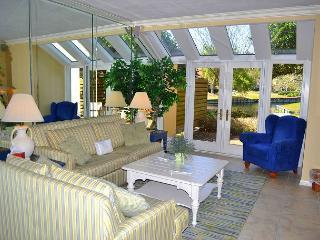 Budget friendly villa close to beach w/Lake views- shops, food, fun w/n 5 min - Miramar Beach vacation rentals