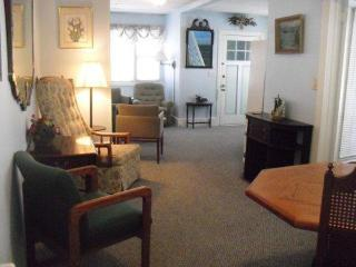 Bright, Clean, Spacious Ocean Grove Summer Rental - Ocean Grove vacation rentals