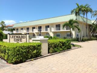 Bayside, 2B&B, 1st floor condo, walk to beach - Naples vacation rentals