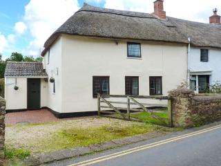 DAISY COTTAGE, character features, off road parking, good base for Exmoor and coast, Ref. 10044 - Williton vacation rentals