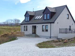 ROSELEA upside-down accommodation, superb views, pool table in Broadford Ref 905441 - Broadford vacation rentals