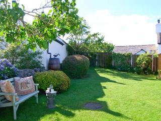 PEN Y PARC, character holiday cottage, with a garden in Gwaenysgor Near Prestatyn, Ref 2066 - Gwaenysgor Near Prestatyn vacation rentals