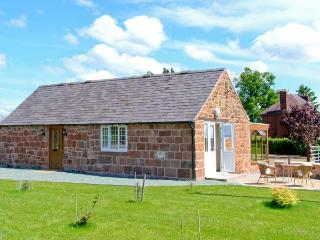 BYRE COTTAGE, detached, stone-built barn conversion, single-storey, sun room, gardens, walks, in Nesscliffe, Ref 906694 - Nesscliffe vacation rentals
