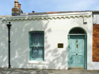 COOLVILLE, close to city centre, all ground floor, Ref 912143 - Killadysert vacation rentals