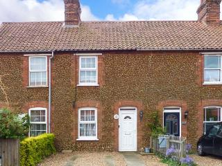 PENNY COTTAGE, enclosed garden, pet-friendly, open fire, Ref 912405 - Heacham vacation rentals