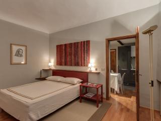 2 Bedroom Rental at Dante Alighieri in Florence - Florence vacation rentals