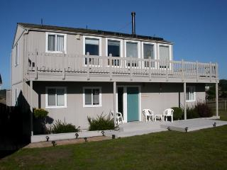 Dog-friendly home for 4 w/ocean views & patio; fireplace - Mendocino vacation rentals