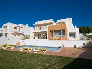 Albufeira Luxury Villa 4 bedrooms w/swimming pool - Albufeira vacation rentals