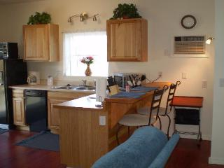 On RIVERFRONT PROPERTY * Private HOT TUB * (NICE) - La Pine vacation rentals