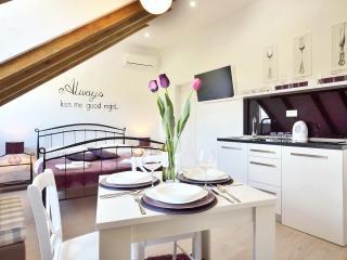 Violet luxury studio in center of Split **** - Split vacation rentals