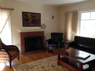 Lovely 2 bedroom in the Heart of the Gourmet Ghett - Berkeley vacation rentals