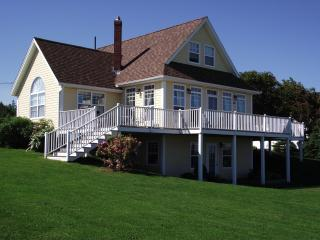 Spacious, private country house close to the beach and Cavendish - Kensington vacation rentals