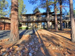 Whispering Bear Lodge- Pool! Foosball! Spa! Views! - Big Bear City vacation rentals