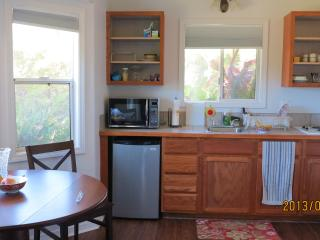 Tranquil cottage in farm setting minutes from Hawi - Kapaau vacation rentals