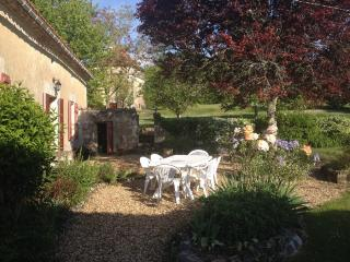 Spacious hilltop farmhouse - private heated pool - Saint-Martin-de-Ribérac vacation rentals