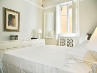 2 Bedroom Apartment Rental at Piazza Signoria in Florence - Florence vacation rentals