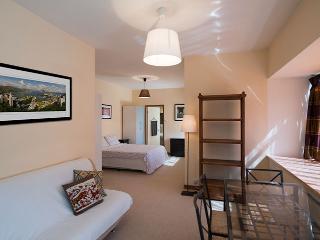 Studio flat with quiet & hillside views - Hong Kong Region vacation rentals