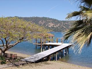 JUNE SPECIAL 200 off 3 nts or more! Lake home. - Clearlake vacation rentals