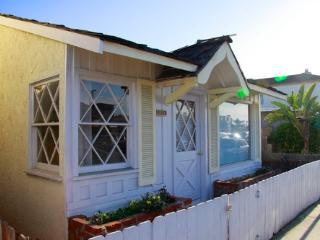 Newport Beach Pad - Lower Unit - 1 house from sand - Newport Beach vacation rentals