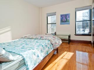 Beautiful Room Mins to Times Square - New York vacation rentals
