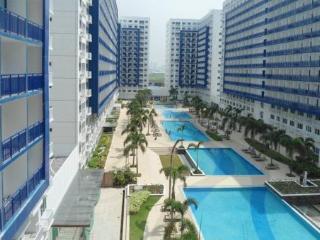 1 bdrm Condo nr MOA + WFi + 6 pools & free pickup - Pasay vacation rentals