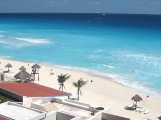 HOTEL ZONE CORNER PENTHOUSE FOR 6 with ROOFTOP - Cancun vacation rentals