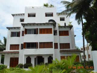 BEACHFRONT PENTHOUSE, SAME (CASA BLANCA) ECUADOR - Sua vacation rentals