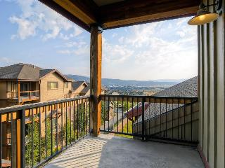 Condo w/fireplace; jet tub; shared pool & hot tub - Park City vacation rentals