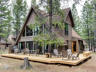 Sunny cabin w/ private hot tub, SHARC access & entertainment! - Sunriver vacation rentals