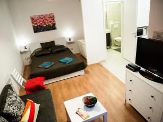Cool! Budapest Downtown Apartment - Budapest vacation rentals