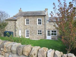 CROSS BECK COTTAGE, detached cottage, en-suite, woodburner, walks and cycle routes in area, in Grinton near Reeth, Ref 907018 - Swaledale vacation rentals