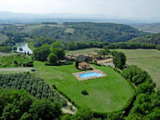 Colline House, in Tuscany, Residence Il Palazzo - Pergine Valdarno vacation rentals