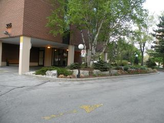 Bright and spacious 1-bedroom furnished apartment - Toronto vacation rentals