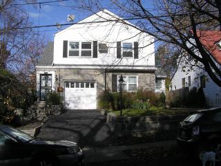 Cosy 2 bedroom apartment with garden - Yonkers vacation rentals
