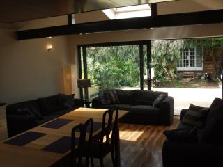 Egham house sleeps 12, near Windsor & Legoland - Farnham vacation rentals