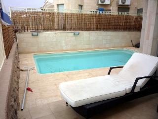 3-bedroom apartment with pool. - Eilat vacation rentals