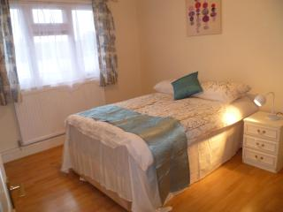 London  Bellman 1 Bed Flat Sleeps 2-8. - Bishop's Stortford vacation rentals