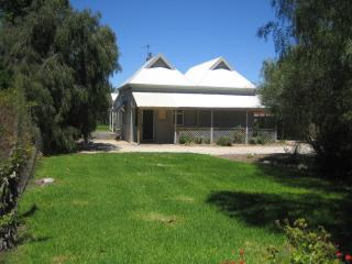 2 bedroom Bed and Breakfast with Deck in Naracoorte - Naracoorte vacation rentals