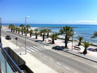 Beach-front, Cubelles, 4-5 pers close Barcelona. air-conditioned,  Internet - Calafell vacation rentals
